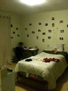 Très belle chambre, A côté (40m) de l'Université Trois-Rivières