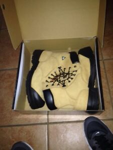 Steel toe work boots size 11 BRAND NEW IN BOX
