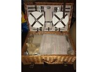 As new Picnic hamper - perfect for a day out