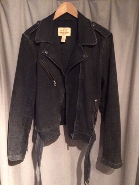 BLACK LEVI'S WOMENS JACKET