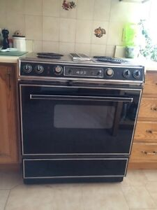 Jenn-Air Stove with grill & griddle/ Poele avec plaque & grille