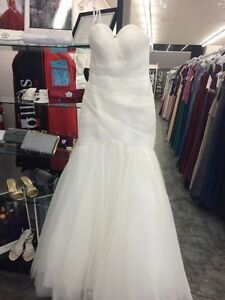 Mermaid Wedding Dress (NEVER WORN) Sarnia Sarnia Area image 1