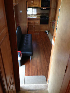 Jayco Jay Flight 27.5 RKS 5th Wheel Excellent Condition London Ontario image 6