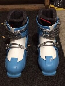 Ski boots/girls adjustable sizes 220-255