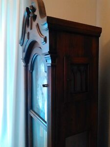 ANTIQUE GRANDFATHER CLOCK IN EXCELLENT CONDITION Windsor Region Ontario image 8
