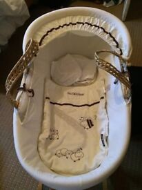 Moses basket with stand and 2 sheets