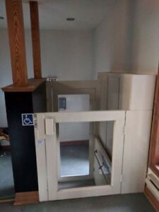 4 ft Wheelchair Lift