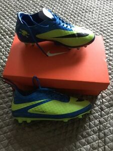 Nike soccer cleats Cambridge Kitchener Area image 1