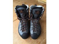 Scarpa Mens Manta Pro GTX boots. EU 44 / UK 9.5