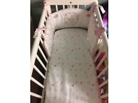 Swinging crib with crib set
