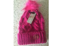 Lypsy hat, neck warmer and gloves set.