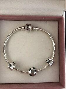 Pandora bracelet 19 cm avec 3 charms