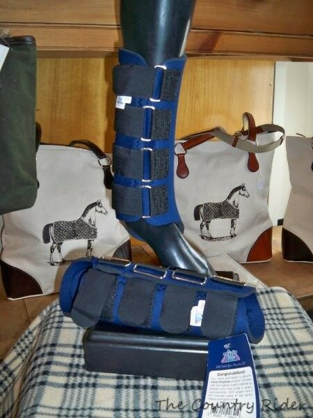 New With Tags TOKLAT ORIGINALS NEOPRENE Horse REAR Splint Boots NAVY Sz MEDIUM