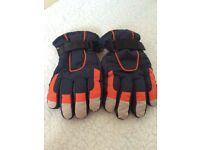 Pair of Thinsulate waterproof ski/ winter gloves age 4-8 yrs.