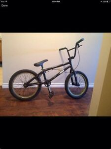 2014 kink BMX size small( for 8-11 year old boy) Great Condition