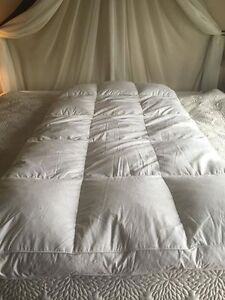 Goose down mattress topper for single bed