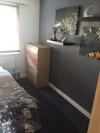 Room to rent horfeild