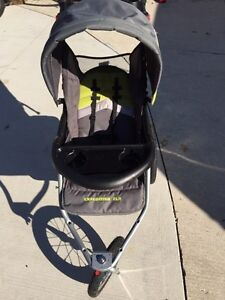 Expedition ELX jogging stroller with MP3 speakers Sarnia Sarnia Area image 2