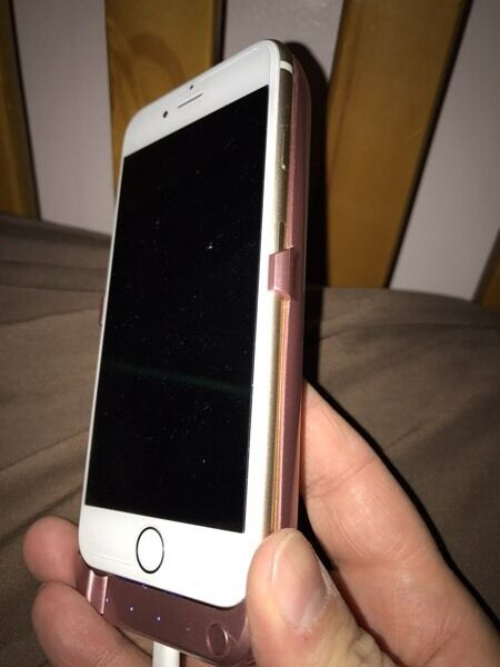 I phone 6 unlocked 64gb Gold mint