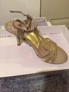 Size 6 two pairs of shoes bought for wedding  London Ontario image 2