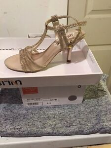 Size 6 two pairs of shoes bought for wedding  London Ontario image 4