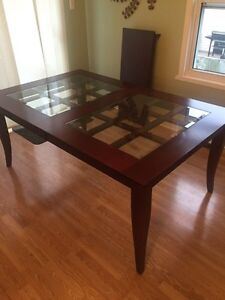 Nice Dining Room Table with Leaf Cornwall Ontario image 1