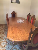 Solid Oak, Antique Dining Room Set for sale. in great condition.