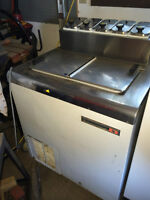 Commerical Small Ice Cream Freezer with 5 Topping Rail Housing.