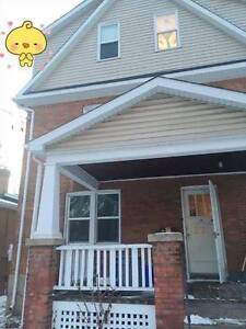 Room for rent--  near Queen's!!
