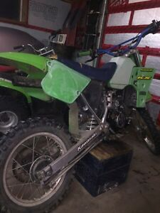 Kawasaki kx 80 $1000 or trade for a smaller bike of same value Kingston Kingston Area image 1