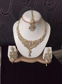 Necklace set with tikki