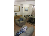 SHORT STAY - 2 Bedroom Flat with sky tv, internet and close to transport
