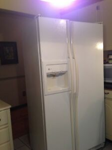 GE side-by-side ice/water fridge/freezer