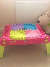 Mega blocks pink princess table, comes with bag of bricks excellent condition