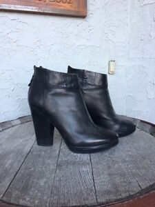Modern Vintage black leather boots size 8