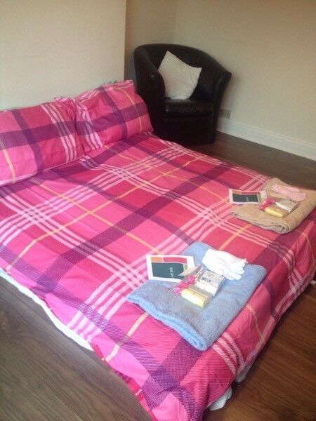 L@@K AIR BNB HOLIDAY/ WORK COMMUTE SHORT STAYS AVAILABLE WITHIN NORTHOLT AREA £50-£65 PER DAY