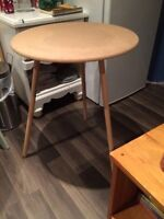 Small side table petite
