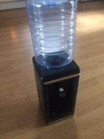 Small water dispenser
