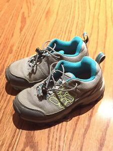 Columbia boys shoes (size 9)