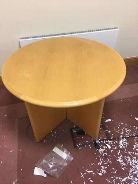1 x solid round wood table on a winter clearance @ just £20
