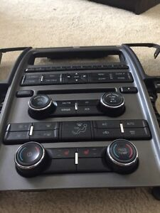 2010 Ford Taurus OEM single den with CD player Cambridge Kitchener Area image 2