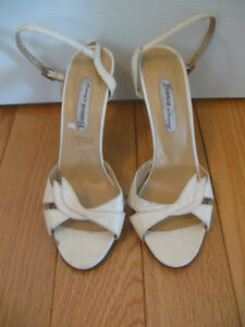 """PAIR of LADY's  """"Bianca"""" 3 3/4"""" HEELED LEATHER BEIGE PUMPS [8.5]"""