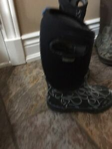 Black and white flames  bogs size 13 youth Oakville / Halton Region Toronto (GTA) image 2
