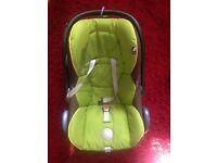 Maxi Cosi Cabriofix Universal car seat 0-13kg with raincover