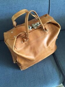 Brown leather overnight bag Loganholme Logan Area Preview