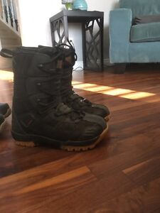 Snowboard boots/Oakley Goggles  Strathcona County Edmonton Area image 2