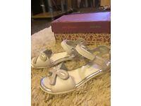Clarks ora dream girls size 10 leather sandals