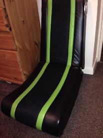 Hardly used gamer chair!!!!