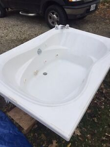 Two person jet tub Windsor Region Ontario image 1