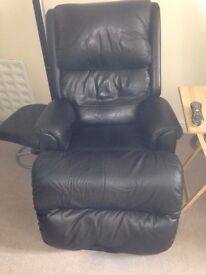 Leather rise and recliner electric armchair